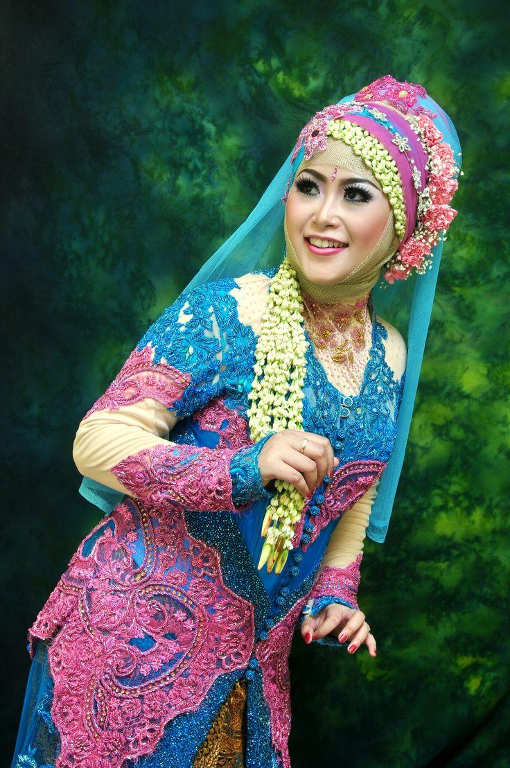 Kebaya. Wedding dress. Pink, tosca. Hijab. . . #mywedding #part3 #indonesianwedding