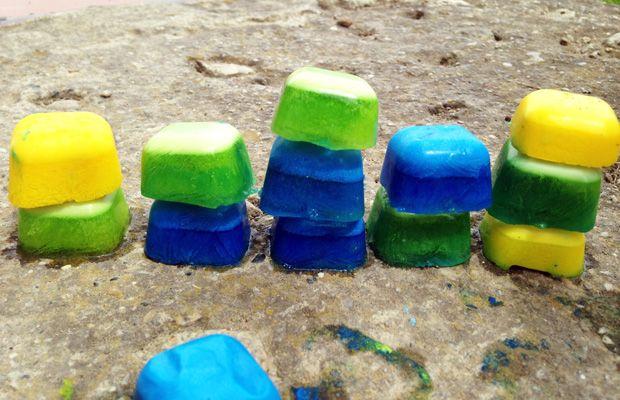 Come creare i cubetti-sculture di ghiaccio colorato http://www.piccolini.it/post/690/come-creare-cubetti-sculture-di-ghiaccio-colorato/