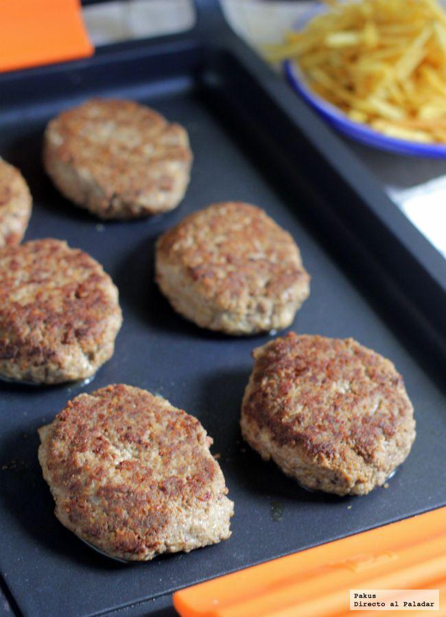 Mira que se las trae el nombre. Las frikadellen, las deliciosas hamburguesas alemanas especiadas, las encontraréis a veces con el nombre de frikad...