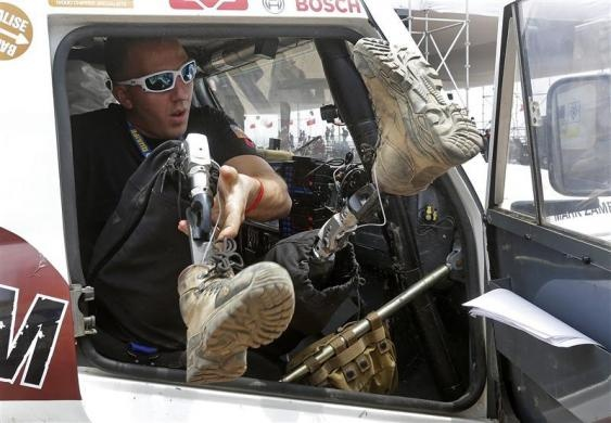 Race2Recovery team member injured Afghanistan veteran Mark Zambon of the U.S gets into his Land Rover during the technical verification exercise of the Dakar Rally 2013 at Magdalena beach in Lima January 3, 2013.  REUTERS/Jacky Naegelen