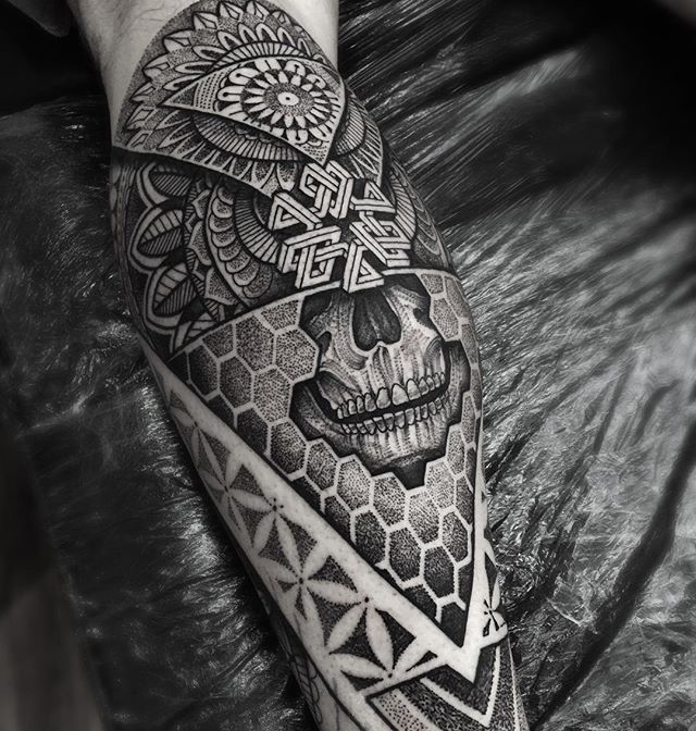 Part of a lower leg piece I started on Richard today #kingsbridge #mandala #tattooartistmagazine #blxckink #btattooing #blackworkers #blackwork #tattoo #tattooistartmag #uktta #geometric