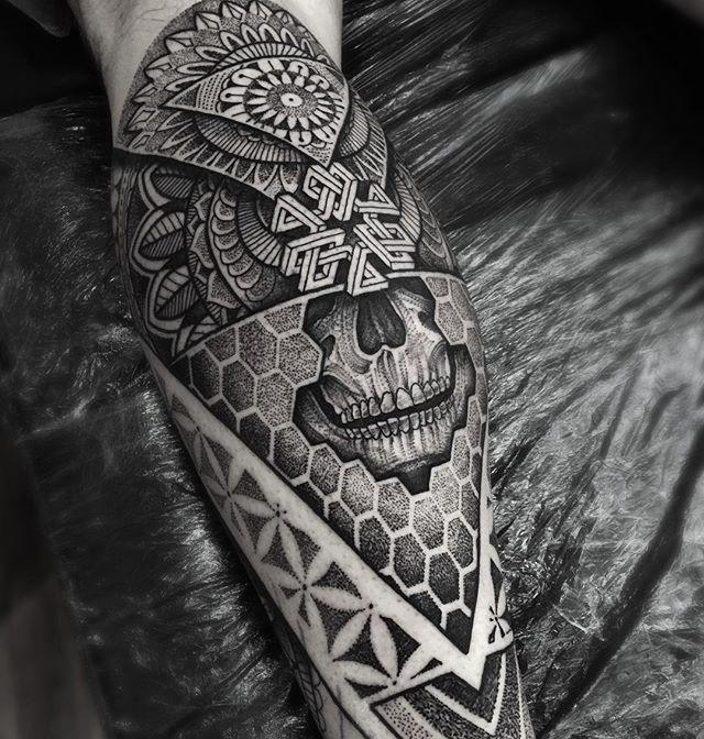 Part of a lower leg piece I started on Richard today #kingsbridge #mandala…