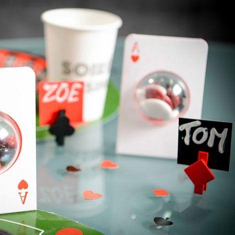 Découvrez sur le site notre collection sur le thème du Poker et du Casino ! Des marques places, des confettis, des contenants à dragées, des verres et même des serviettes en papier. Elle sera parfaite pour un anniversaire, une soirée poker et même un mariage !  #poker #casino #party