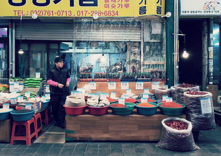 Beim Betrachten des Chilisortiments wird klar, dass es den Koreanern mit hot und spicy ernst ist