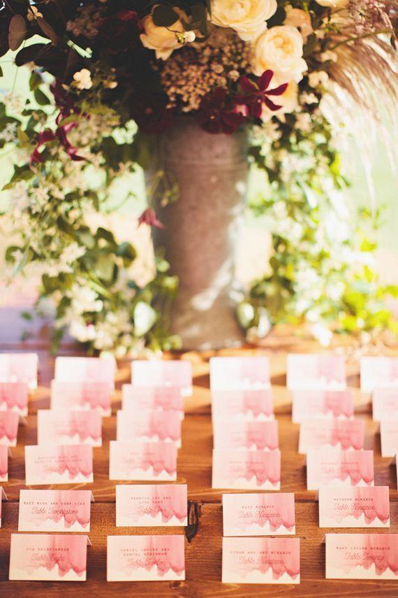 水彩でグラデーションに♡ <ピンク・キュートな結婚式エスコートカード・席札まとめ一覧>