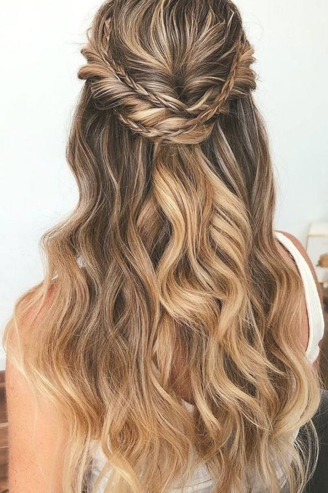 Wedding Hairstyles Half Half Curls Braid Thin Unique Swept And Textured Long In 2020 Easy Wedding Guest Hairstyles Hair Styles Wedding Guest Hairstyles Long