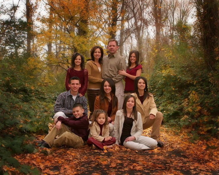 Beautiful colors. Fun pose for a large family.