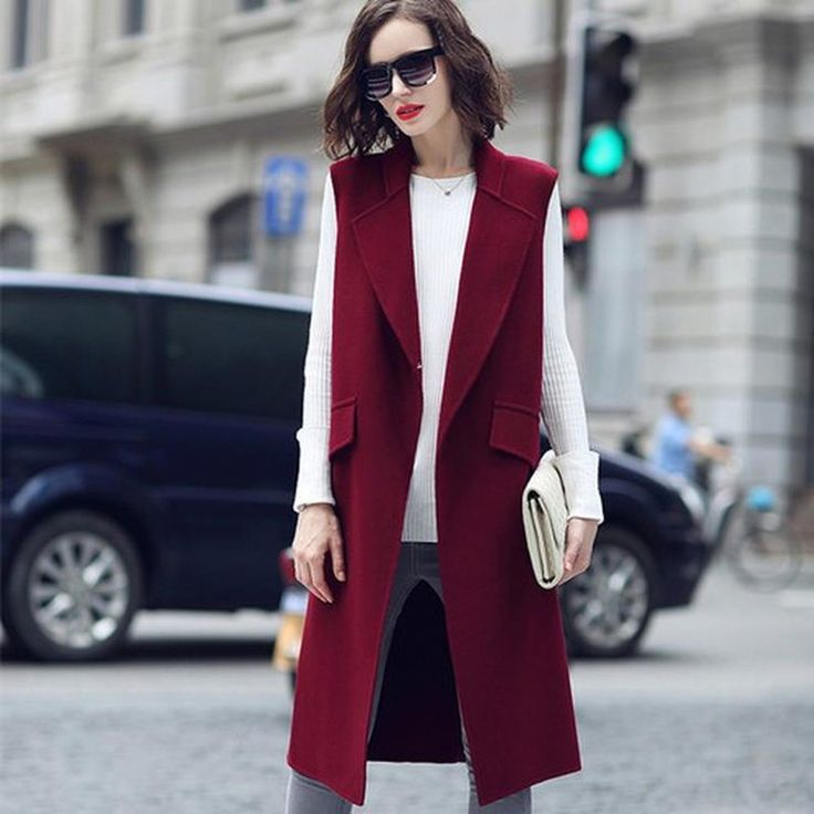 удлиненный жилет, укороченные брюки и пальто прямого кроя
