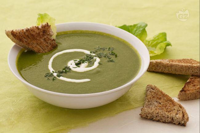 Con la vellutata di lattuga potrete realizzare un primo piatto leggero, saporito ed insolito!Se siete amanti delle vellutate, non potete assolutamente perdervi questa ricetta!