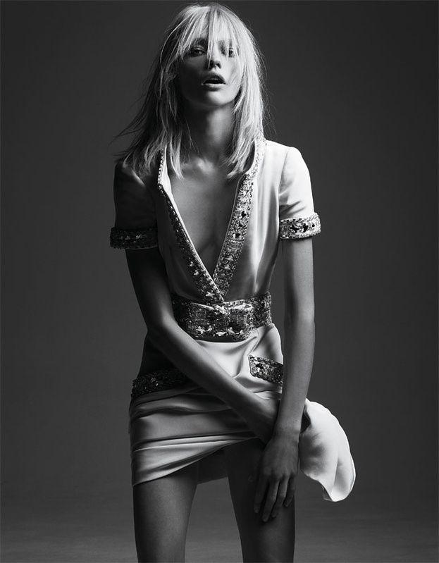 Sasha Pivovarova par Hedi Slimane pour Vogue Paris http://www.vogue.fr/thevoguelist/valentino/222#