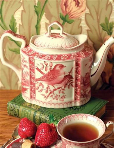 Perfect for a mid-afternoon refreshment. Enjoy the pretty red and white china pattern on this unique porcelain teapot.