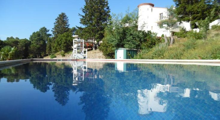 Mas Pauline Céret With a panoramic view of the Mediterranean Sea and the Albères Mountains, Mas Pauline is located 9 km from the centre of Céret. It offers a relaxation area with an outdoor swimming pool, a sauna, hot tub and fitness centre.