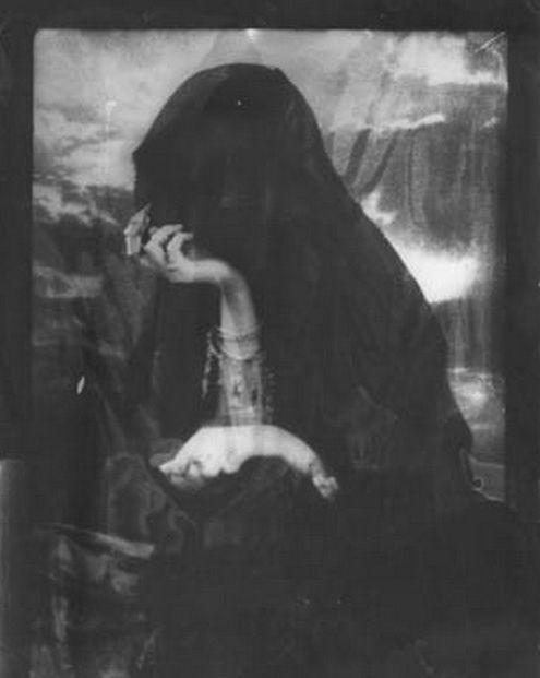 Lady in black - via Gypsywitch