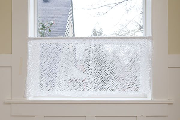 Dappled Lace Café Curtain Pattern from Retro Kitchen Knits