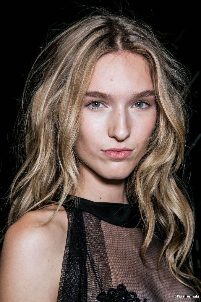 Dez técnicas para ondular ou cachear cabelos lisos sem precisar ir ao salão