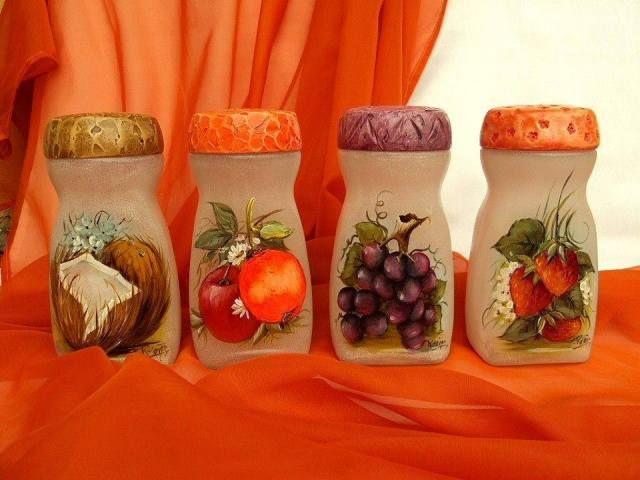 Reutiliza y embellece losfrascos de Nescafé de forma fácil y sencilla; dichos frascos puedes convertirlos en originales especieros, en prácticos organizadores o adornos para el hogar, lucen tan lindos que no sólo nos servirán como decoración, sino que podemos utilizarlos para guardar cosas en su interior.Un poco depinturapor aquí, unos recortes por allá, y podemos …