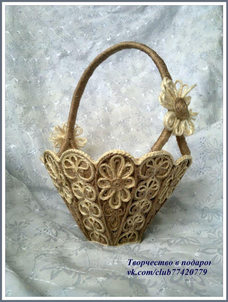 Декоративная корзинка из джута для разных домашних мелочей - удобная и практичная вещь.