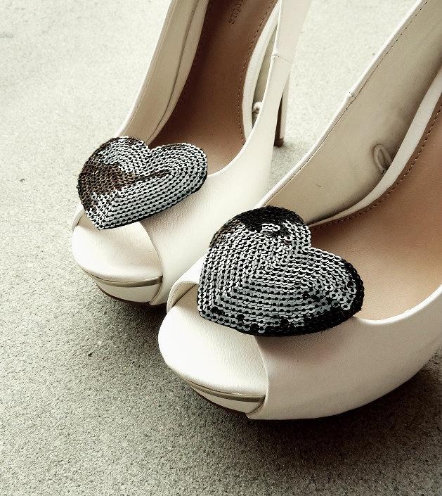 Shoe Clips with Black Sequin Hearts/ Klipsy do butów z czarnymi cekinowymi sercami