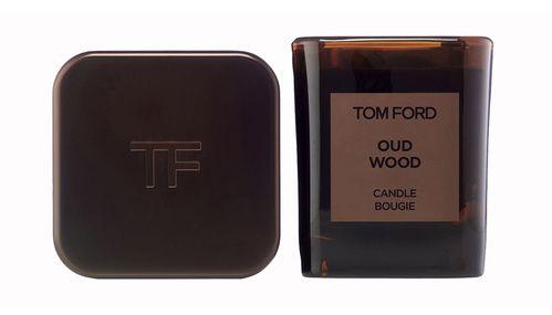 Les essentiels beauté d'Alice Isaaz : la bougie d'intérieur Oud Wood de Tom Ford