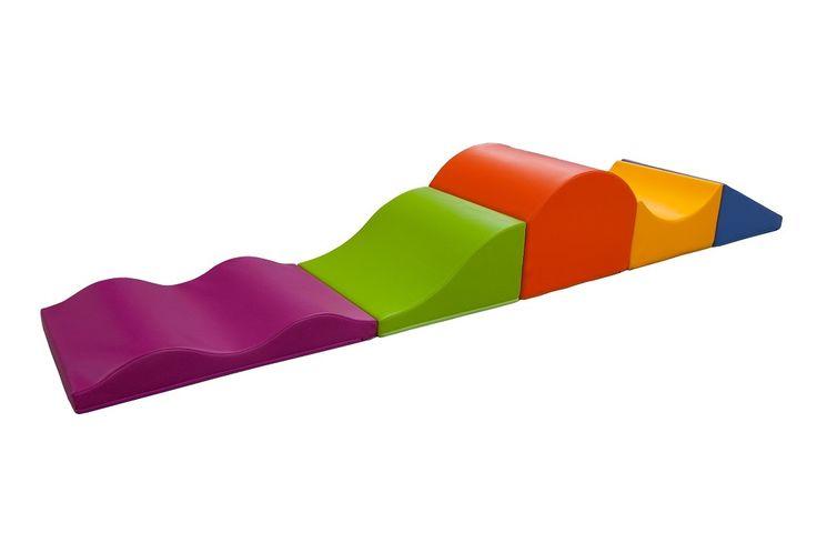 Parcours de motricité « Promenade » (5 modules) – Parcours de motricité avec 1 vallée incurvée, 1 rampe, 1 montagne, 1 vague plate de 2 ondulations et 1 vallée descendante.  Dimensions : 264 x 48 cm avec une hauteur de 36 cm. #espaces #enfants #parcours #modules #activité #enfantin #motricité #rampe #montagne #promenade #jeux #couleurs