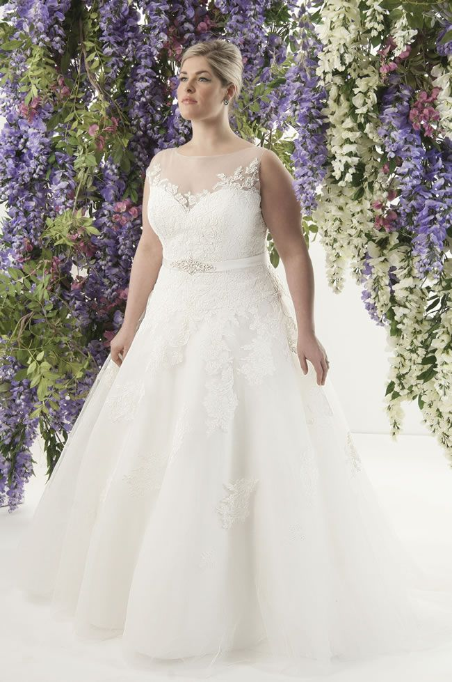 Curvy brides will love this romantic lace collection from Callista! Sicily