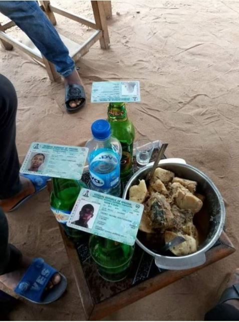 Anambra Election: Youths Use Voter's Card to Drink Cold Beer (Photos) http://ift.tt/2zLP9Uv