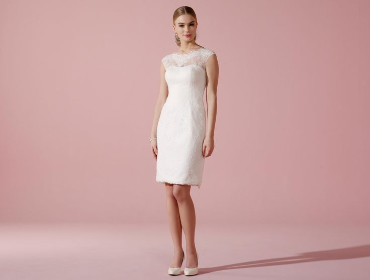Kurzes Etui-Brautkleid aus zarter Spitze mit Illusions-Ausschnitt - Als Unterkleid??