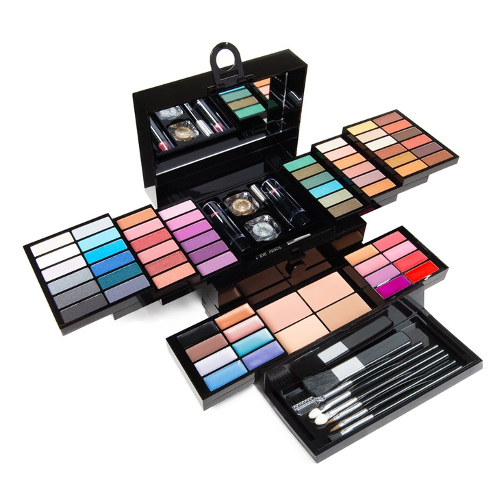 JustFab makeup kit filled with essentials & more. What more could a girl want?