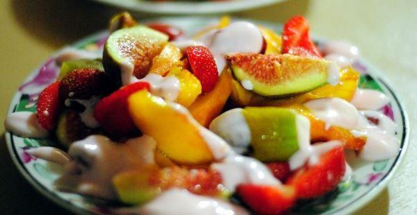 Салат с мандаринами, рукколой, гребешком
