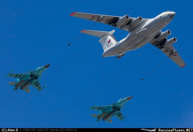 Sukhoi Su-34 Fullbacks and Ilyushin Il-78 Midas