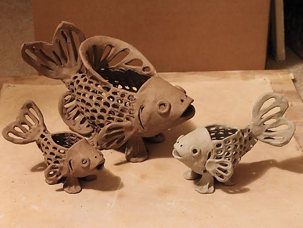 Here are this week's fish lanterns... The one on the right is made with white clay.