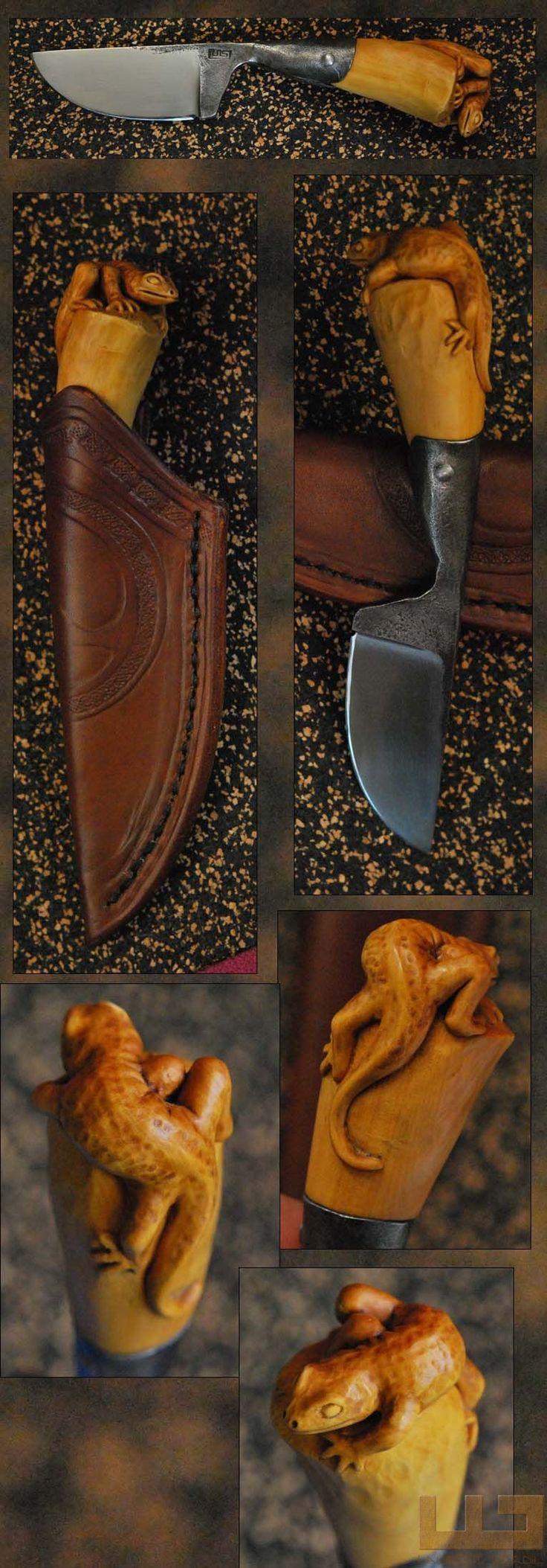 Gerdil Лоран - Скульптура - Человек Малый держатель ножа. Клинок и разъем кованые 100Cr6. Самшит ручка. Общая длина 15 см. Дело шеи растительное кожа.