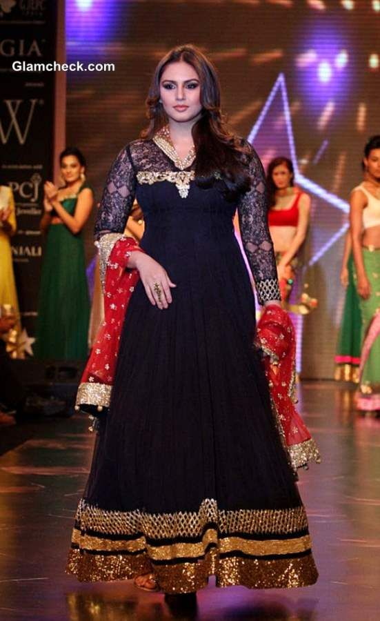 IIJW 2013 - Huma Qureshi for Auro Gold Jewels