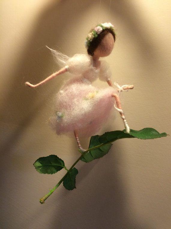 Nadel Filz Fairy Waldorf inspirierte Fairy Schuh zu von DreamsLab3