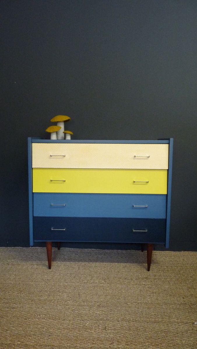 commode vintage décorée en bleue et jaune
