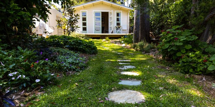 Citrine Quartz organic stepping stones are a great choice if you want to easily create an organic walkway through your garden or courtyard. Visit our website to learn the various characteristics of each stone and receive individual assistance in choosing just the right product to beautify your home and garden.  #steppingstones #steppers #gardenpavers