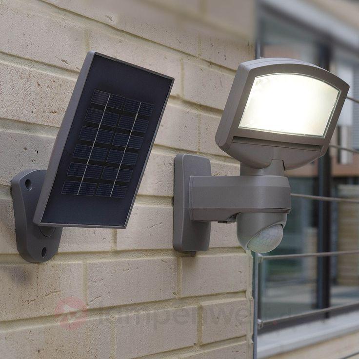 Solar-LED-Außenwandleuchte Lord Sunshine mit Bewegungsmelder.