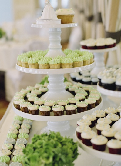 Cupcake wedding cake buffet - pretty inspiration