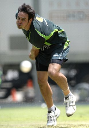 England renew Johnson battle - Mitchell Johnson is back for the Brisbane ODI, but there will be less facial hair this time