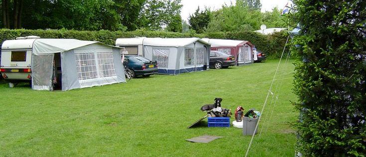 WINTERSWIJK-KOTTEN, camping Renskers, 17,10euro, 10 amp. toerplaatsen:41 (90-120m2). Rustige familiecamping in de bossen. Eenvoudige outillage. Vriendelijke uitstraling.