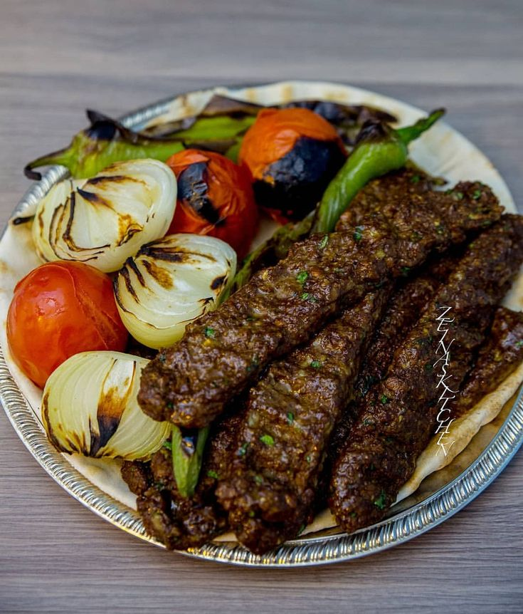 """4,419 gilla-markeringar, 292 kommentarer - Zeina Mourtada (@zeinaskitchen) på Instagram: """"Nu tänker ni """"Men se där.... Zeina har gjort kebab igen""""😁 Grejen är att detta är inte vilken kebab…"""""""