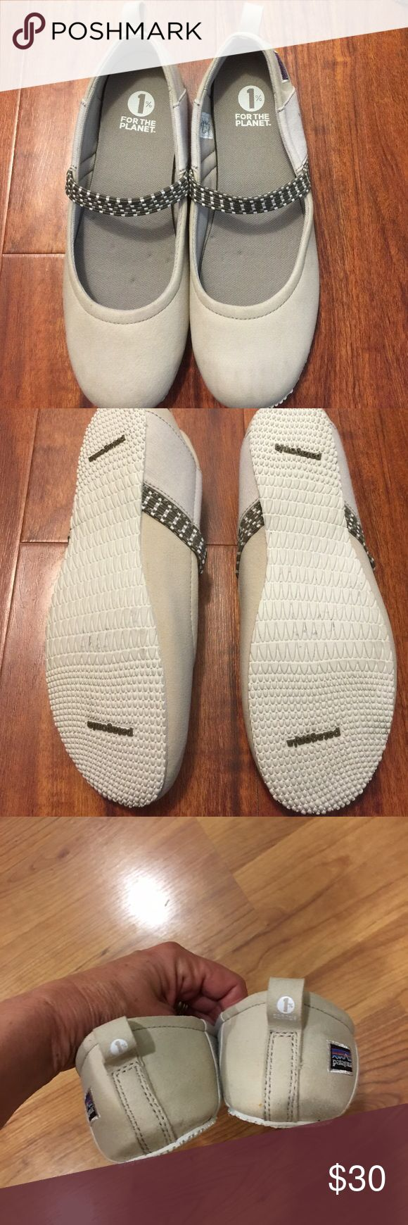 PATAGONIA SHOES SIZE 10 SIZE 10 PATAGONIA FLAT SLIPPERS. CREAM WITH ELASTIC BAND ON TOP FEW STAINS ON SIDES AS SHOWN IN PICTURES. SUPER COMPHY. Patagonia Shoes Flats & Loafers