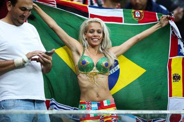 Découvrez les supportrices sexy du Mondial 2014 !//Brazil Joli petit maillot de bain ! 18 juin : Cameroun - Croatie