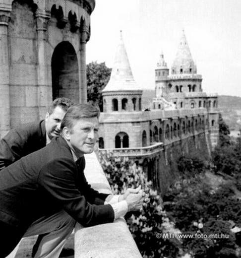 Budapest, 1966. április 29. Kirk Douglas világhírű amerikai filmsztár magánemberként európai körútja során, Budapesten tartózkodott.