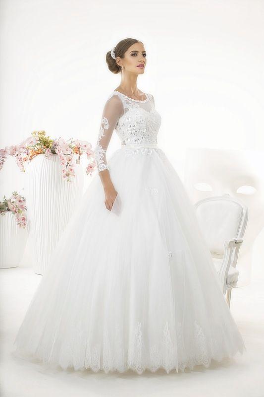 Suknia ślubna Nessa z kolekcji White Butterfly firmy Relevance Bridal. Wedding Gown Penelope from White Butterfly Collection from Relevance Bridal. #SuknieŚlubne #SukniaŚlubna #RelevanceBridal #Ślub #OdzieżDamska  #Wedding #WeddingGown #WeddingDress #Womenwear