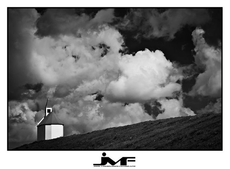 Bij landschapsfotografie denk je meestal aan kleur. Maar waarom niet in zwart-wit? John Verbruggen geeft 10 tips voor de mooiste landschapsfoto's zónder kleur!  http://zoom.nl/artikel/cursussen/22838-10-tips-voor-landschapsfotografie-in-zwart-wit.html