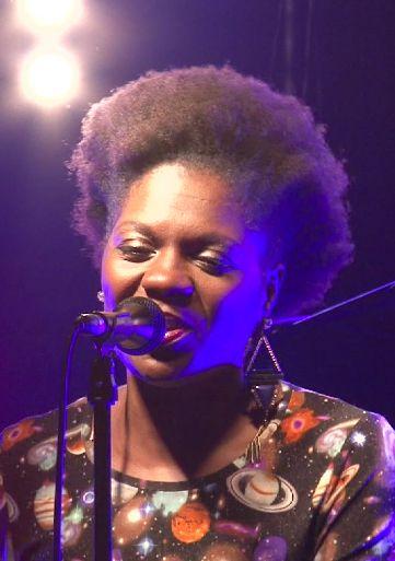 Sheylla Barros, chanteuse de True Fantasy au festival Chants d'Elles à la Gare aux Musiques de #Louviers