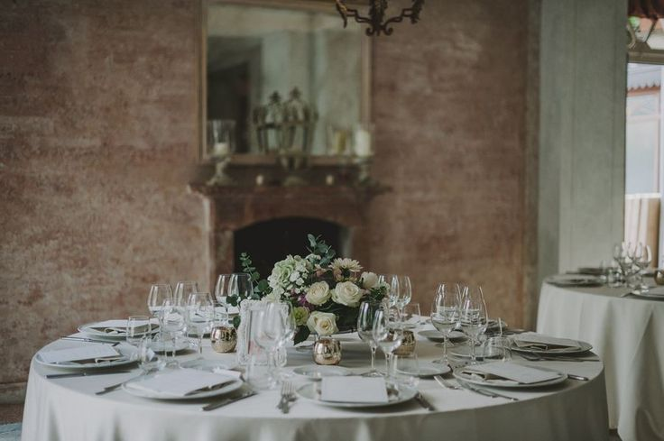 Table setting @lakecomoweddingsandevents #lakecomo #table #setting #wedding #flowers © Gianluca & Mary Adovasio - http://www.gianlucaadovasio.it