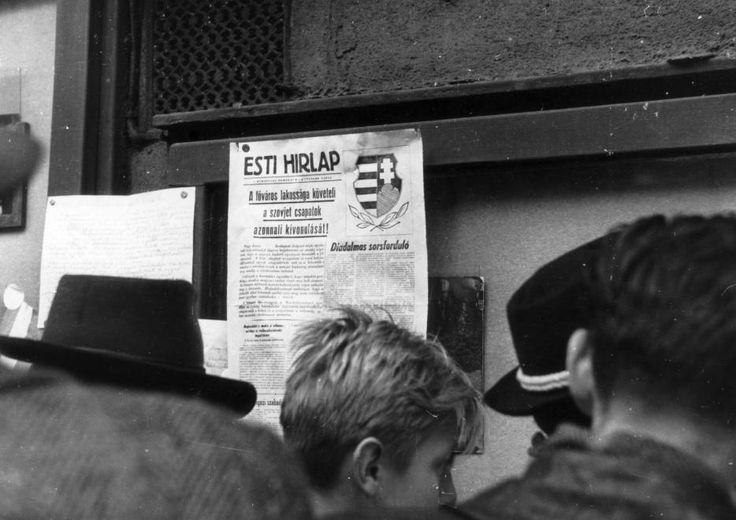 Erzsébet (Lenin) körút 39. Mátra mozi hirdetőtáblája.