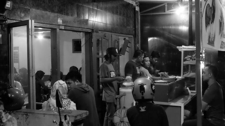 Midnight food seller